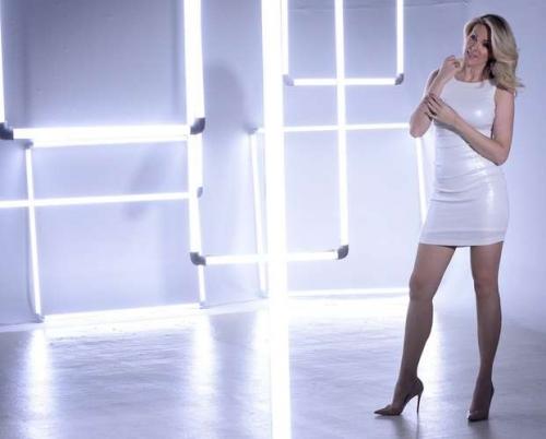 147c8a5eb Com vestido curto, Ana Hickmann posa para linha de semijoias - Mundo  Positivo