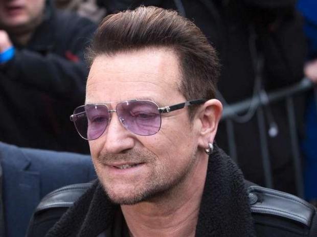 644d07f80 Bono, do U2, coloca placas de metal no braço após acidente de bicicleta em  NY