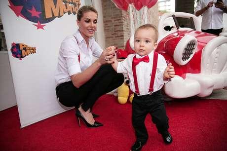 3940d324272fa Ana Hickmann comemora primeiro aniversário do filho em SP - Mundo ...