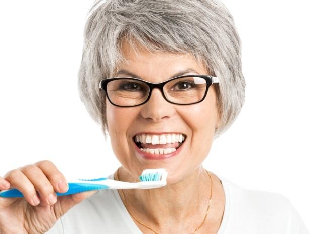 911eb378a Prevenção é o maior aliado da saúde bucal do idoso - Mundo Positivo
