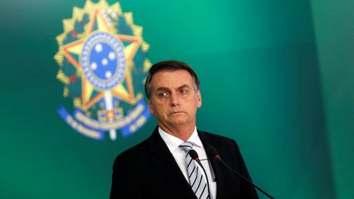 Jair Bolsonaro assina decreto que extingue horário de verão - 1