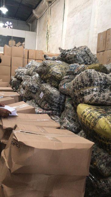 A Receita Federal apreendeu, no Rio de Janeiro, 23 toneladas de bolsas e maletas que entraram irregularmente no país