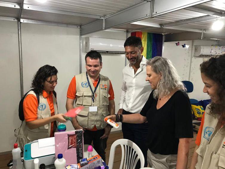 Embaixador britânico Vijay Rangarajan em Roraima, em visita às instalações de apoio aos refugiados e imigrantes venezuelanos