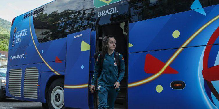 Seleção chega a hotel onde ficará hospedada em Grenoble, na Fança