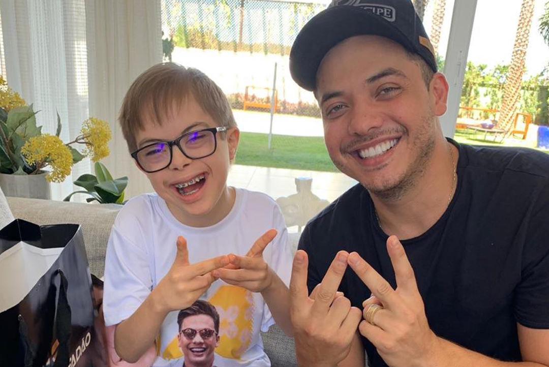 Fã de 11 anos com síndrome de down ganha festa com tema 'Safadão' e conhece ídolo - 1