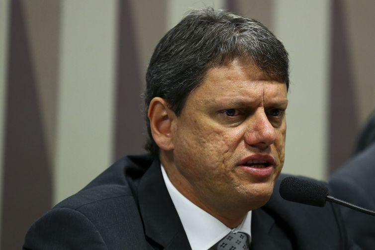 O ministro da Infraestrutura, Tarcísio de Freitas, participa de audiência pública na Comissão de Serviços de Infraestrutura do Senado.
