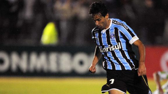 Jonas Goncalves de Oliveira (R) of Brazi