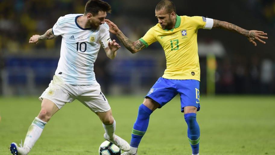 Dani Alves publica mensagem a Messi e mostra total carinho a amigo e