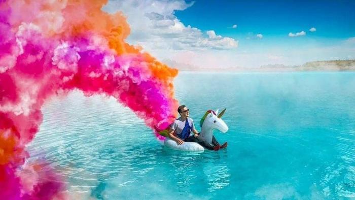 Lago tóxico na Rússia vira ponto turístico para influenciadores no Instagram - 1