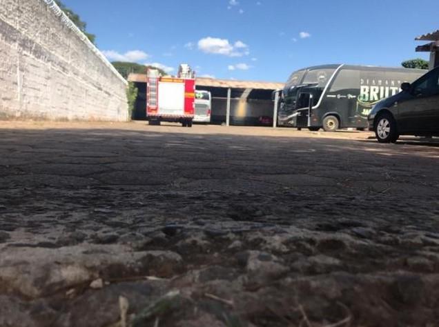 Motorista morre prensado por ônibus de dupla sertaneja - 2