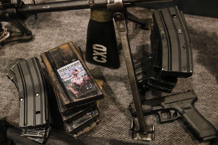 Apreensões de armas feitas na operação conjunta da Polícia Militar e da Polícia Civil no Complexo da Maré