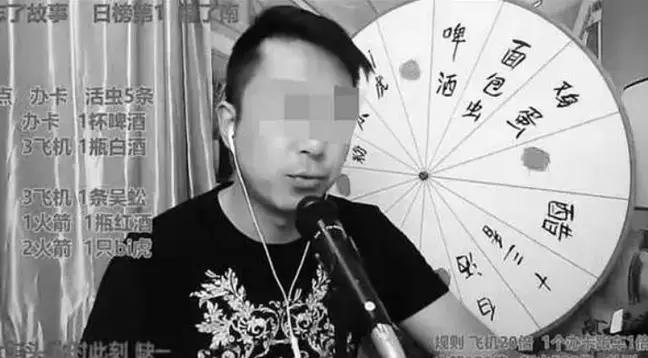 Vlogueiro chinês morre após comer insetos venenosos em transmissão ao vivo - 2