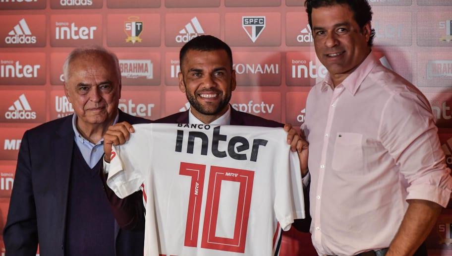 Ansioso! Dani Alves veste a camisa 10 e revela quando quer estrear pelo São Paulo - 1