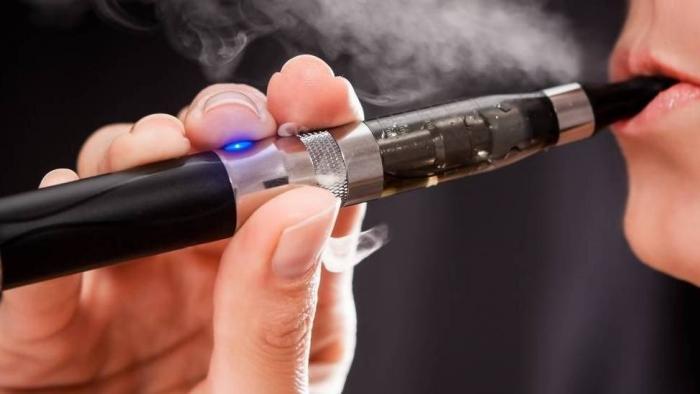Cigarros eletrônicos danificam vasos sanguíneos, diz estudo - 1