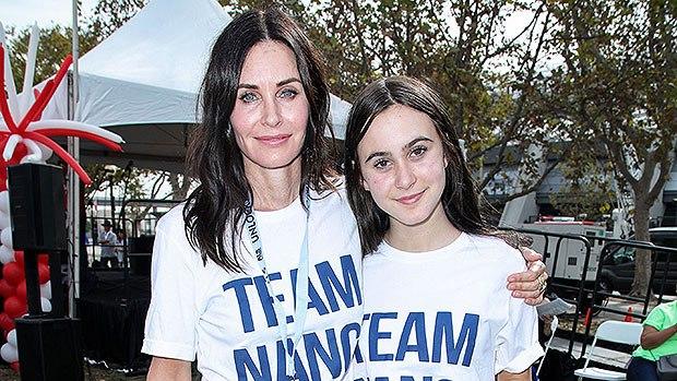 Gêmeas! Semelhança de atriz de Friends com filha impressiona - 1