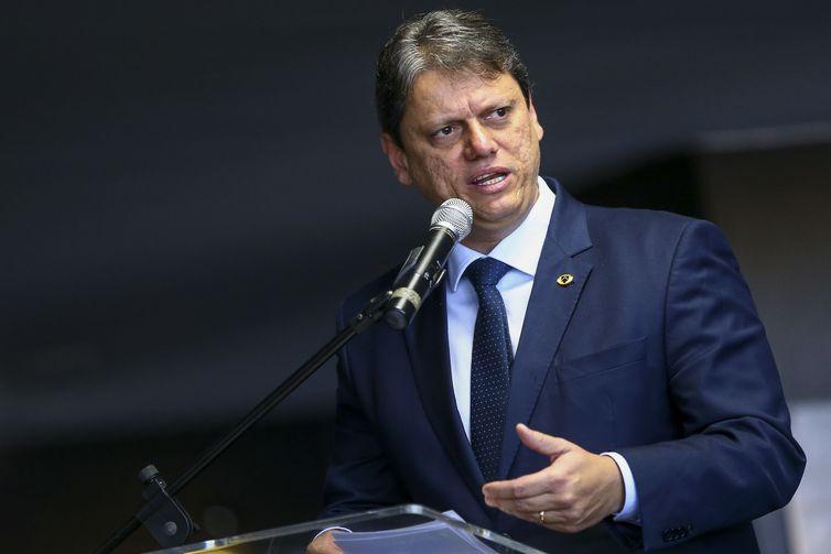 O ministro da Infraestrutura, Tarcísio Freitas, durante cerimônia para assinatura de Portaria Interministerial que cria o Serviço Nacional de Notificação de Recall de veículos.