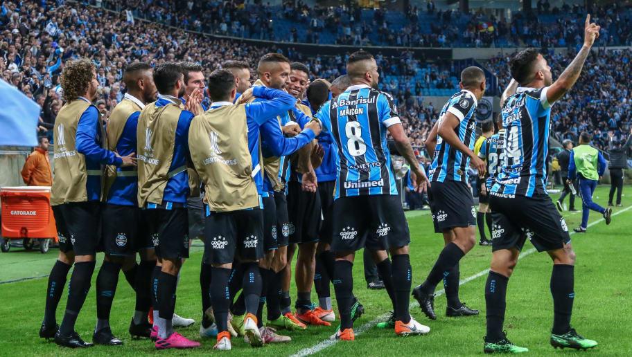 Grêmio domina ações, bate Furacão e abre boa vantagem na Copa do Brasil - 1