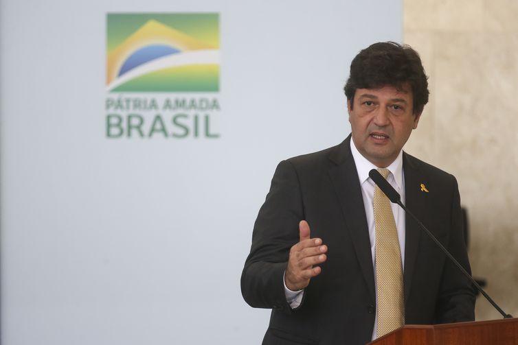 O ministro da Saúde, Luiz Henrique Mandetta, participa do lançamento do programa Médicos pelo Brasil, no Palácio do Planalto.