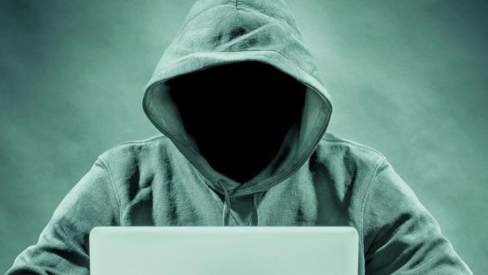 O que são crackers e hackers? Qual a diferença entre eles e como combatê-los - 1