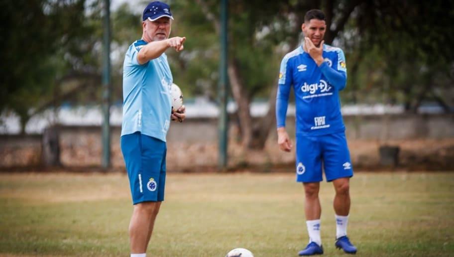 Thiago Neves manda recado a Mano Menezes após demissão do técnico - 1