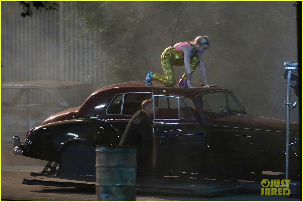 Arlequina pula em carro em novas fotos de Aves de Rapina - 2