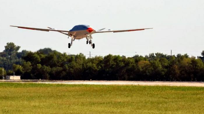 "Boeing testa drone que servirá como ""posto de gasolina aéreo"" - 1"