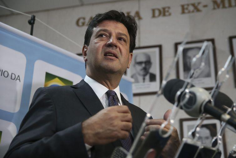 O ministro da Saúde, Luiz Henrique Mandetta, fala à impresa, após lançamento da campanha de valorização da vida e de combate à depressão