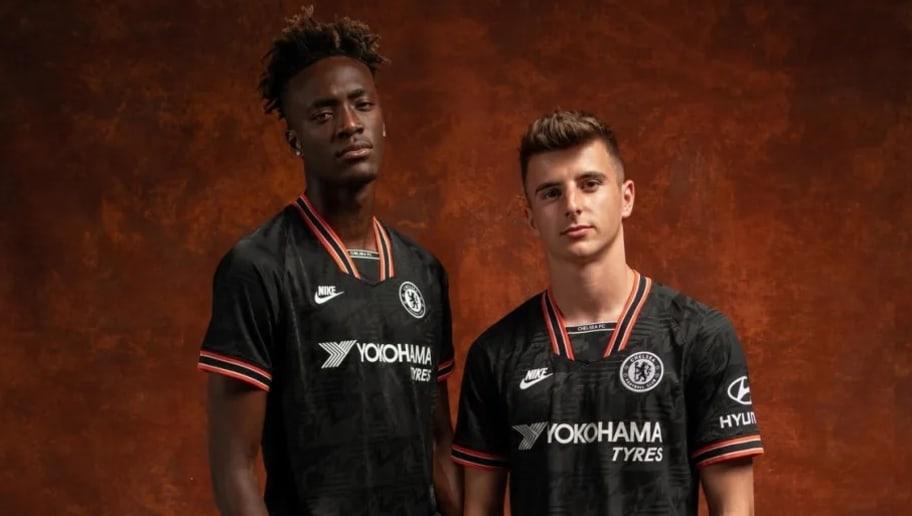 Inspirado nos anos 90, Chelsea divulga novo terceiro uniforme para 2019/20 - 1