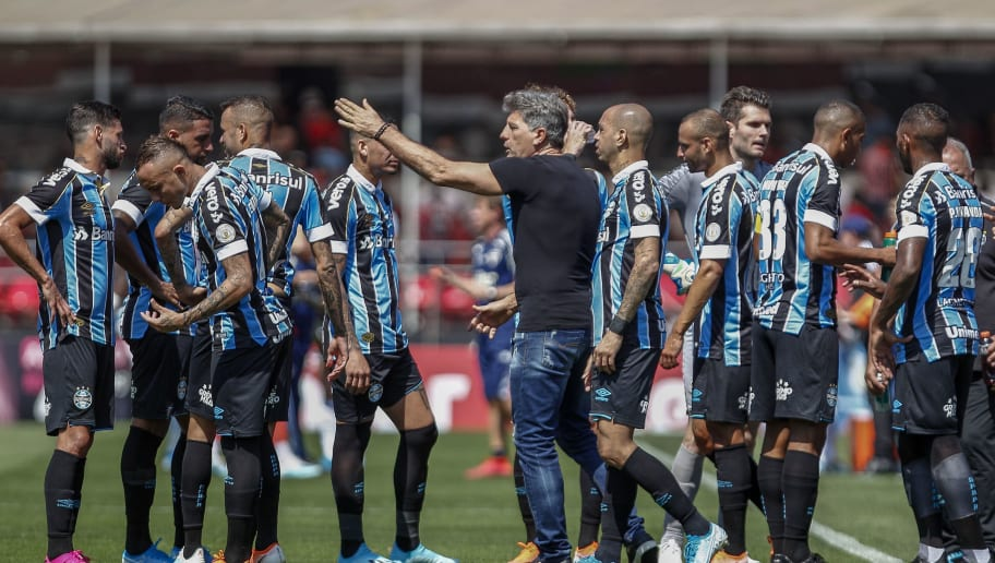 """Renato não gosta de pergunta durante entrevista coletiva e dispara: """"Vocês estão com amnésia"""" - 1"""