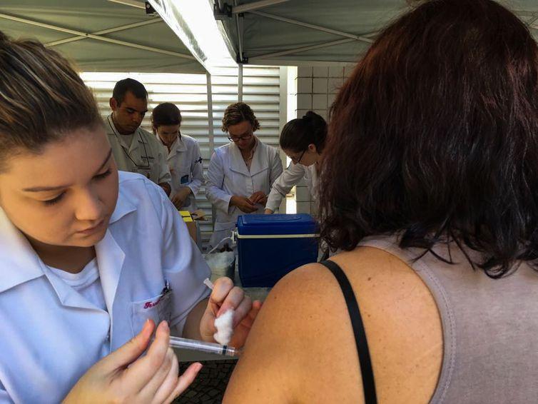 Vacinação contra febre amarela no Rio