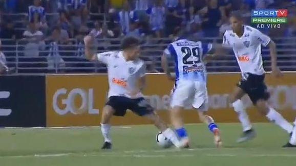 5 erros e acertos da arbitragem na rodada 26 do Campeonato Brasileiro - 3