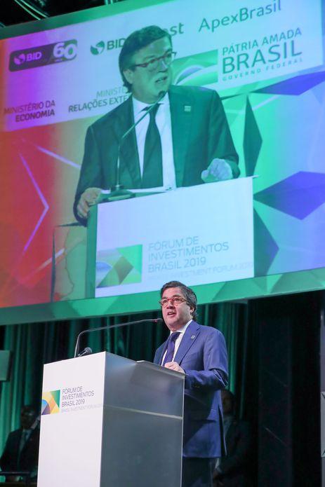 O Presidente do Banco Interamericano de Desenvolvimento (BID), Luis Alberto Moreno, durante a cerimônia de Abertura do Fórum de Investimentos Brasil 2019 .