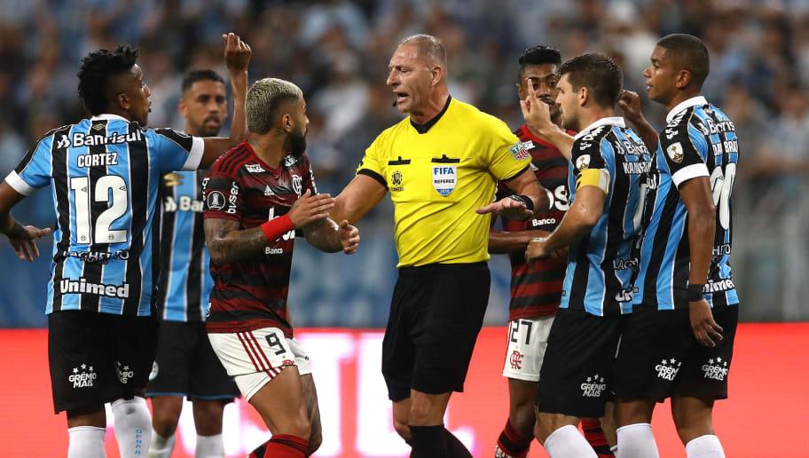 Conmebol divulga áudios do VAR de Grêmio x Flamengo e Marcos Braz não poupa