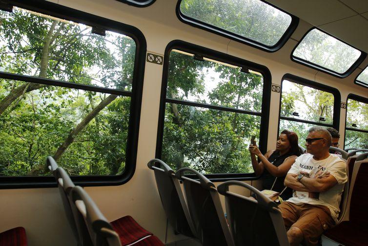 Trem do Corcovado ganha novas composições com teto panorâmico.