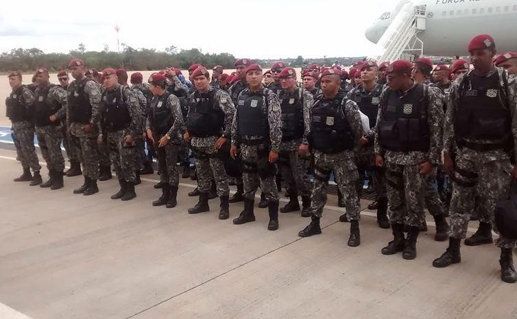 Embarque na Base Aérea de Brasília da Força Nacional de Segurança Pública para Fortaleza.