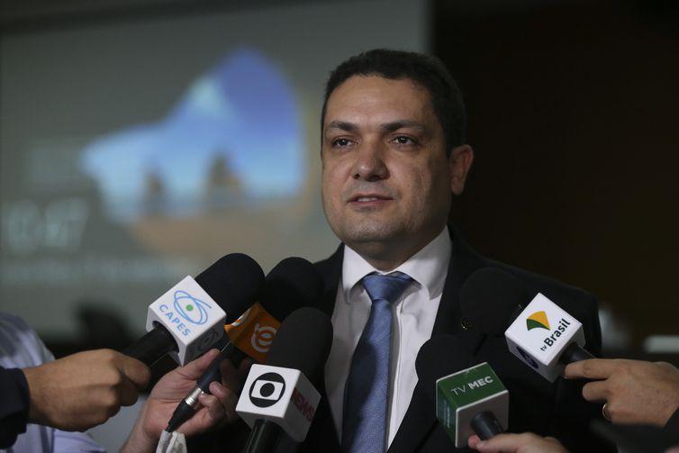 O presidente da Capes, Anderson Correia, durante lançamento dos editais do Programa Ciência é 10 (C10)