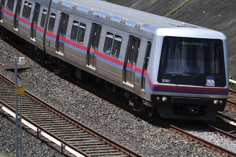O Metrô do Distrito Federal é um sistema de metropolitano que opera em 6 regiões administrativas do Distrito Federal brasileiro. É operado pela Companhia do Metropolitano do Distrito Federal.