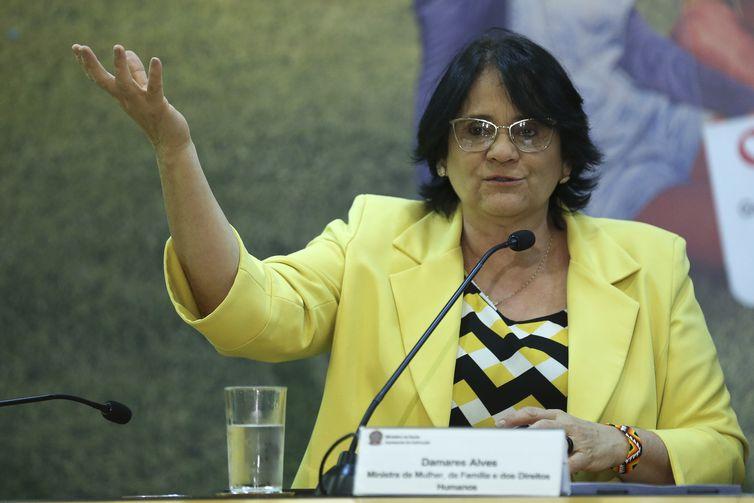 A ministra da Mulher, da Família e dos Direitos Humanos, Damares Alves, durante lançamento da campanha de valorização da vida e de combate à depressão