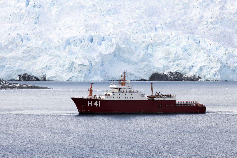 O NPo Almirante Maximiano (H-41), ex-Ocean Empress, é um navio de pesquisa polar da Marinha do Brasil.