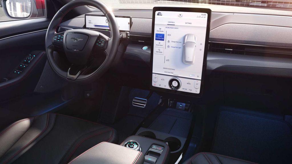 Ford lança o SUV Mustang Mach-E, seu primeiro carro elétrico - 4