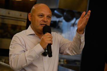 O vice-prefeito de Tel Aviv, Roberto Ladijanski ,fala durante evento na Gastromotiva, no centro do Rio de Janeiro