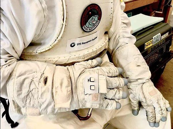 Luva inteligente ajudará astronautas a controlar drones e robôs em outros mundos - 2