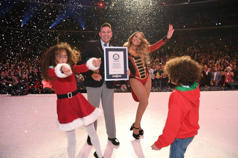 """Mariah Carey bate três recordes históricos com """"All I Want For Christmas Is You"""" - 2"""