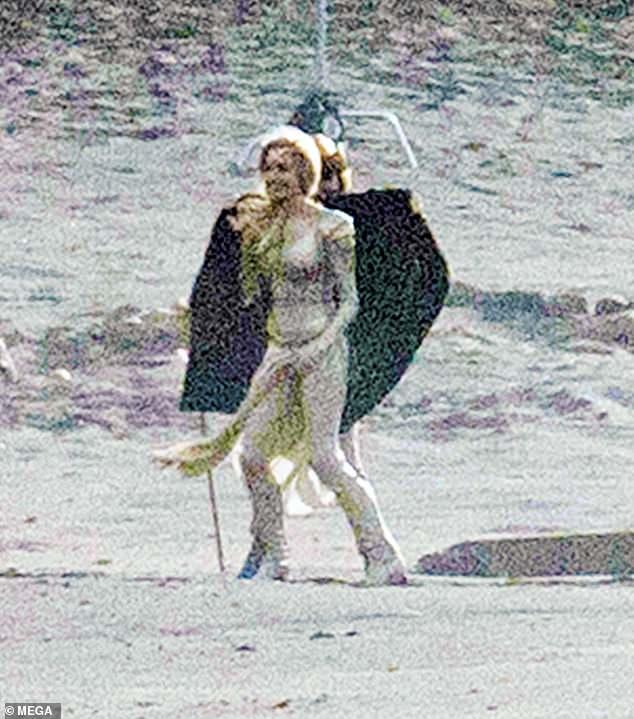 Os Eternos: Veja Angelina Jolie uniformizada como heroína da Marvel pela 1ª vez - 1