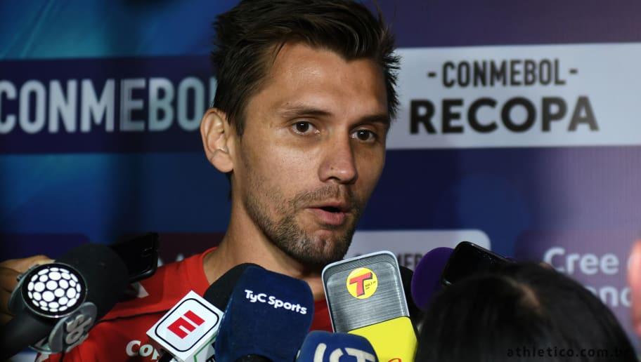 Paulo André viaja a Buenos Aires e faz proposta a técnico para dirigir Athletico em 2020 - 1