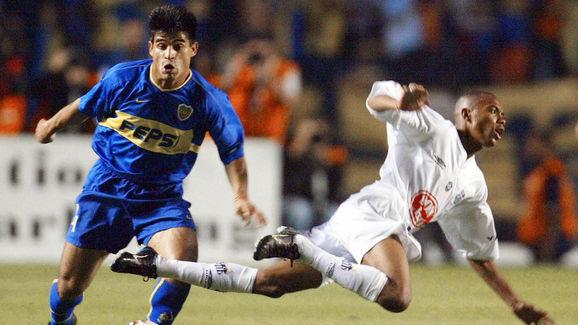 Hugo Ibarra (L) of Boca Juniors of Argen
