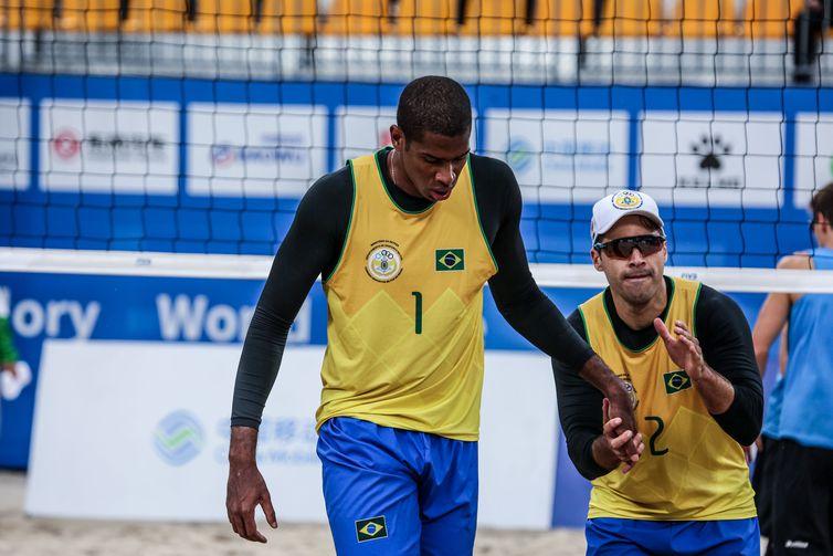 Evandro e Bruno Schmidt são ouro no vôlei de praia masculino dos 7º Jogos Mundiais Militares