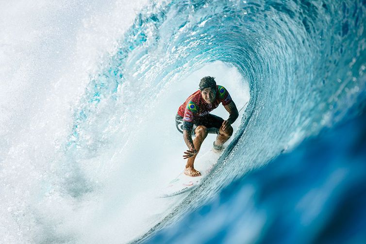 OAHU, UNITED STATES - DECEMBER 11: Two-time WSL Champion Gabriel Medina of Brazil advances to Round 4 of the 2019 Billabong Pipe Masters after winning Heat 9 of Round 3 at Pipeline on December 11, 2019 in Oahu, United States. (Photo by Ed Sloane