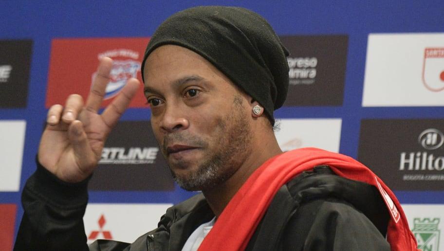 Ronaldinho diz que adoraria ver Neymar junto de Suárez e Messi no Barcelona - 1