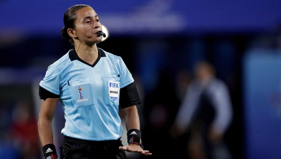 Suor e dedicação: como Edina Alves se tornou a quarta melhor árbitra do mundo - 1